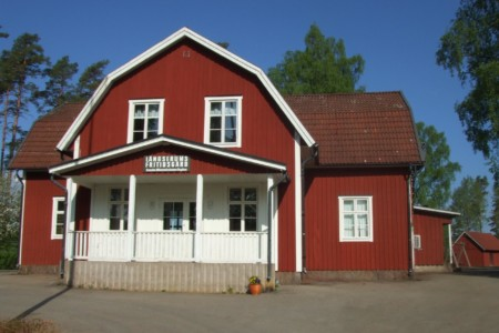 schwedisches Freizeitheim Långserum Fritidsgård direkt am See