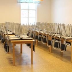 Speiseraum des schwedischen Gruppenhauses Långserum Fritidsgård direkt am See