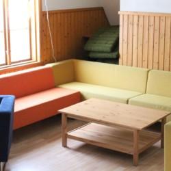 Gruppenraum für Jugendfreizeiten im schwedischen Freizeitheim Långserum Fritidsgård direkt am See