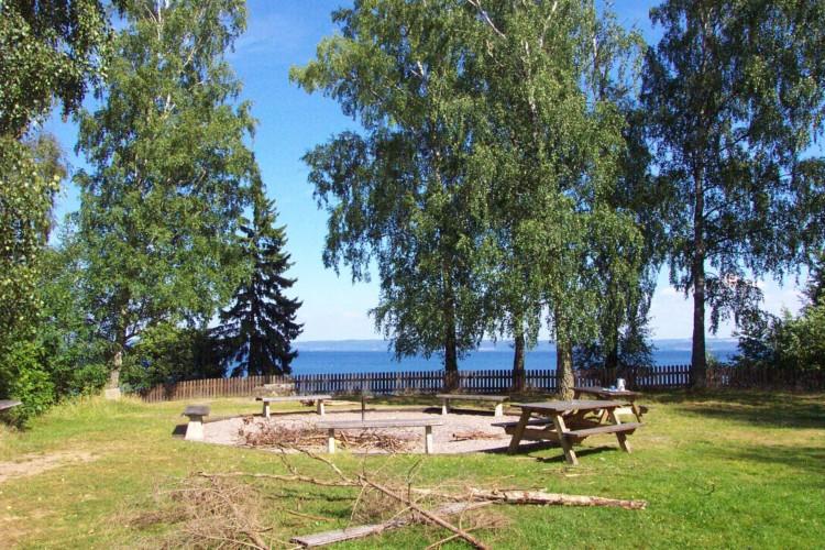 Die Lagerfeuerstelle am Frezeitheim Munkaskog in Schweden.