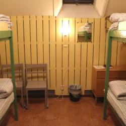 Ein weiteres Zimmer im schwedischen Gruppenhaus Munkaskog in Schweden. .