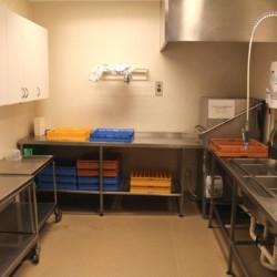 Der Küchenbereich im schwedischen Freizeitheim Ralingsåsgården.