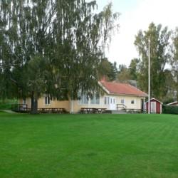 schwedisches Gruppenhaus Rörviksgården für Jugendfreizeiten direkt am See