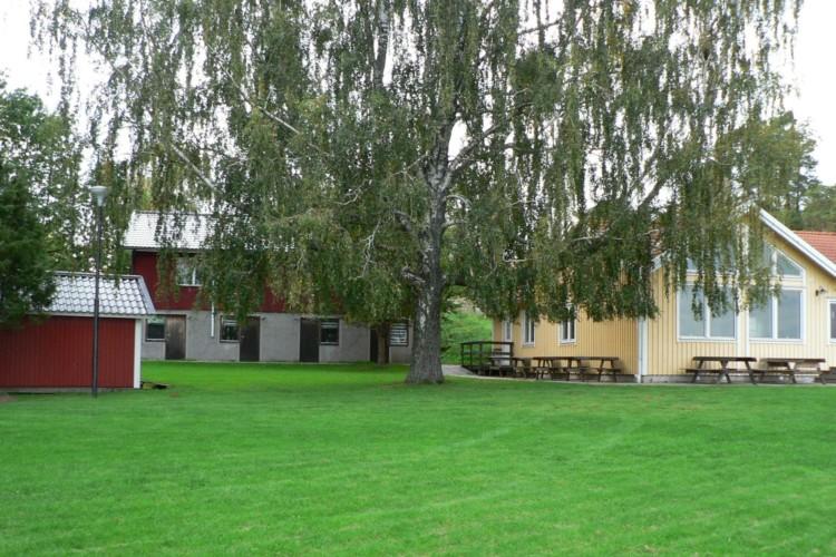 Außengelände vom schwedischen Freizeitheim Rörviksgården für Jugendfreizeiten