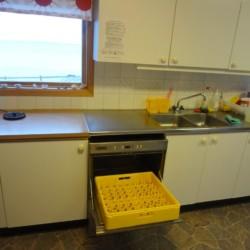 Selbstversorger-Küche im schwedischen Freizeitheim Rörviksgården direkt am See