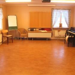 Gruppenraum im schwedischen Freizeitheim Sörgården i Köping für Jugendfreizeiten