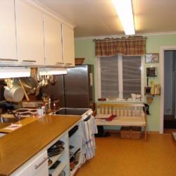 Selbstversorger-Küche im schwedischen Freizeitheim Sörgården i Köping für Jugendfreizeiten