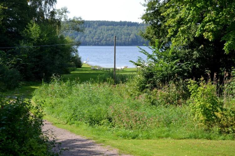 Die Umgebung rund um das Gruppenhaus Sjöhaga in Schweden.