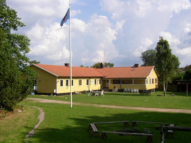 schwedisches Gruppenhaus KFUM-Gård Skaftö für Jugendfreizeiten direkt am See