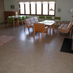 Gruppenraum im schwedischen Gruppenhaus KFUM-Gård Skaftö für Jugendfreizeiten direkt am See