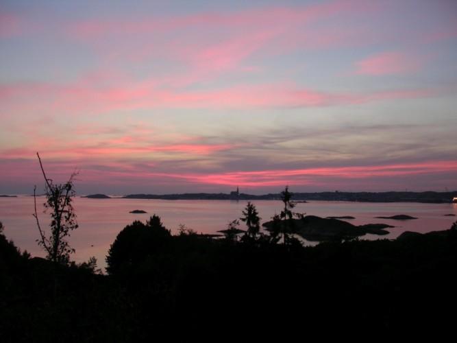 Sonnenuntergang am schwedischen Gruppenhaus KFUM-Gård Skaftö für Jugendfreizeiten