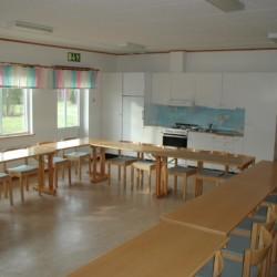Der Gruppenraum im schwedischen Freizeitheim Stenbräcka.