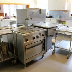 Der Küchenbereich des Gruppenhauses Stenbräcka in Schweden.