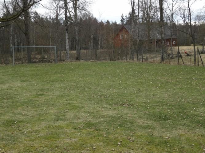 Außengelände vom schwedischen Gruppenhaus Hamneda Fritidsgård für Kinderfreizeiten
