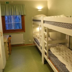Etagenbetten im schwedischen Freizeitheim Hamneda Fritidsgård für Jugendfreizeiten