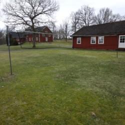 Außengelände vom schwedischen Freizeitheim Hamneda Fritidsgård für Kinderfreizeiten