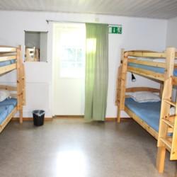 Etagenbetten im Schlafzimmer im Freizeithaus Tygegården in Schweden.
