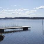 Badesteg am schwedischen Freizeitheim direkt am See Östgötagården Gruppenhäuser und Freizeitheime in Schweden
