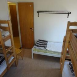 5 Bett Zimmer im schwedischen Gruppenhaus direkt am See Östgötagården