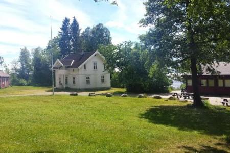 Die Außenansicht des Freizeitheims Lunde in Norwegen.