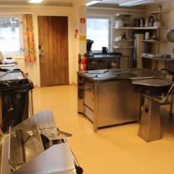 Der Küchenbereich im norwegischen Freizeitheim Lunde.