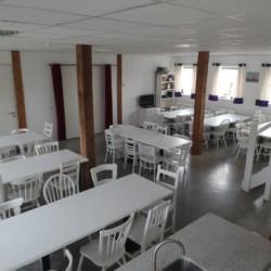 Speisesaal im niederländischen Gruppenhaus Bij Ceulemans direkt am See für Jugendfreizeiten