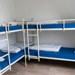 4 Bett Zimmer mit Etagenbetten im holländischen Freizeitheim Bij Ceulemans direkt am See für Jugendfreizeiten