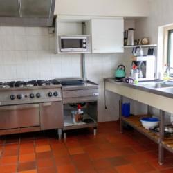 Küche im Freizeitheim Doevehuis in den Niederlanden