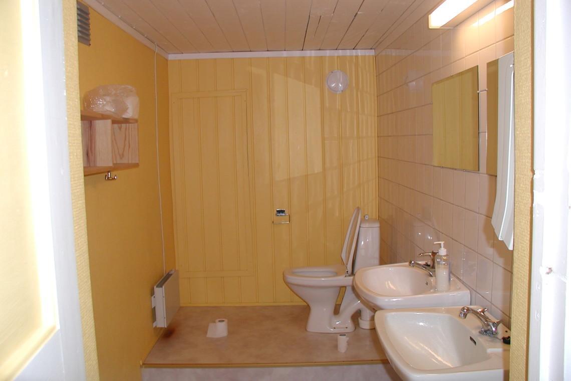 Sanitärbereich im norwegischen Gruppenhaus Blestølen Leirsted