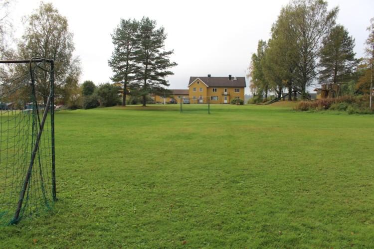 Fußballplatz am norwegischen Gruppenhaus für große Gruppen Haraset.