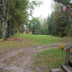 Auf dem großem Gelände vom norwegischen Gruppenhaus Haraset kann man Fußball, Volleyball, weitere Sportarten zu machen