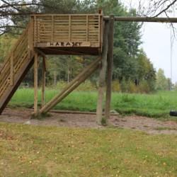 Schaukel und Aussichtsplattform am Freizeitheim für Jugendfreizeiten in Norwegen Haraset.