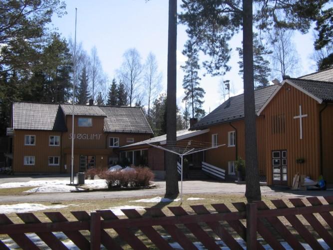 Das Außengelände des Freizehteims Sjöglimt in Norwegen.