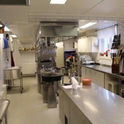 Die Küche des Freizeitheims Sjöglimt in Norwegen.
