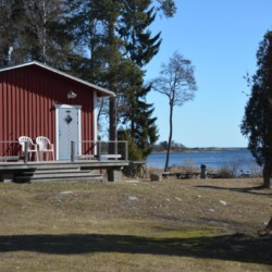 Das Gruppenhaus Ängskär in Schweden liegt direkt am Strand.