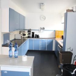 Der Küchenbereich im schwedischen Gruppenhaus Ängskär.