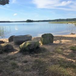 Badestrand am See am schwedischen Freizeitheim Vallsnäs Unnaryd Camp für Zeltlager.