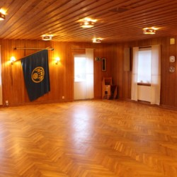 Gruppenraum im schwedischen Freizeithaus für Zeltlager Vallsnäs Unnaryd Camp.