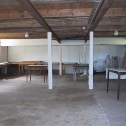 Gruppenraum in einer Scheune am Freizeithaus Vallsnäs Unnaryd Camp in Schweden.