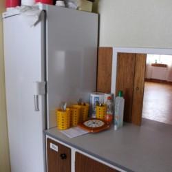 Die Küche des schwedischen Gruppenhauses Vallsnäs Unnaryd Camp für Zeltfreizeiten.
