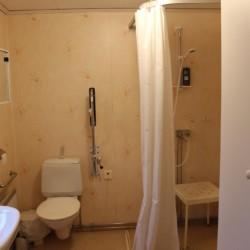 Sanitäre Anlagen im Freizeithaus Vallsnäs Unnaryd Camp in Schweden für Zeltfreizeiten.