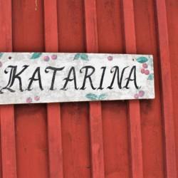 Schlafhaus am Zeltplatz des schwedischen Freizeithauses Vallsnäs Unnaryd Camp am See.