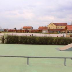 Ein Skatebereich am Gruppenhaus Ljutomehr in Slowenien.