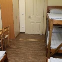 Ein Zimmer im Gruppenhaus Ljutomer in Slowenien.