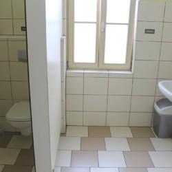Die Sanitäranlagen im slowenischen Gruppenhaus Ljutomer.