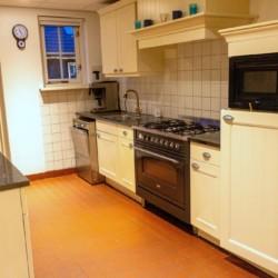 Küche im niederländischen Gruppenhaus Nieuwe Brug