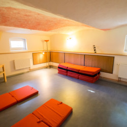 Gruppenraum im Freizeitheim Forsthaus Eggerode im Harz in Deutschland für Kinderfreizeiten