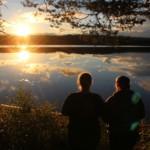 Der See Ensen am schwedischen Freizeitheim Ensro Lägergård. Gruppenhäuser und Freizeitheime in Schweden