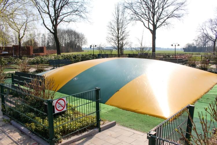 Trampolin am barrierefreien Gruppenhaus Voorhuis in den Niederlanden