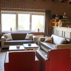 Der Gruppenraum im handicapgerechten niederländischen Gruppenhaus Hooiberg für Menschen mit Behinderung.